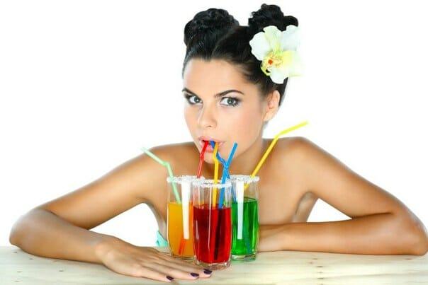 пить сладкие напитки