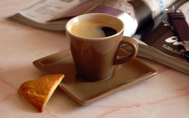 сухарик и кофе на завтрак