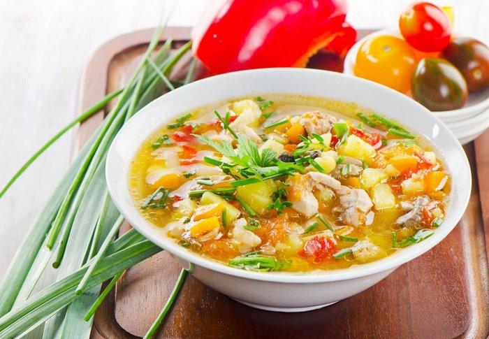тарелка супа с зеленью